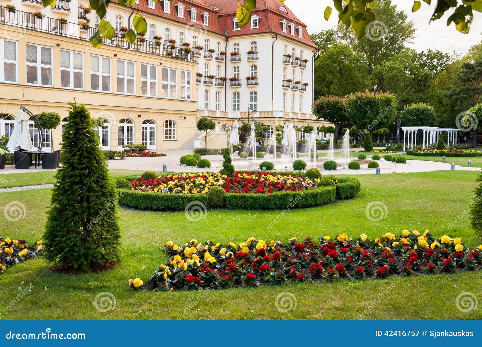 Jardin luxueux d 39 h tel image stock image du outside for Jardin resort