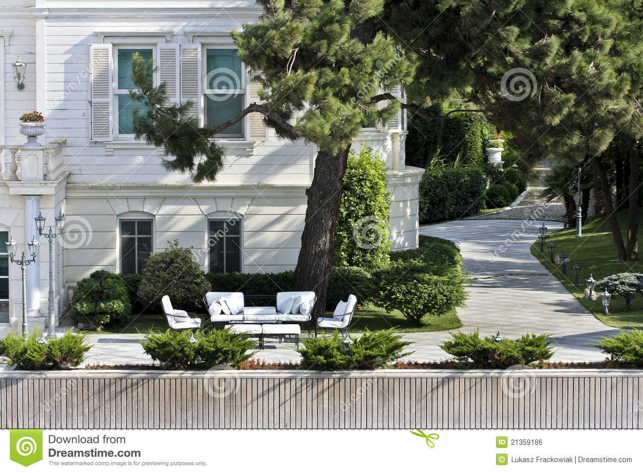 Jardin moderne photo stock image du architecture mode for Photo jardin moderne