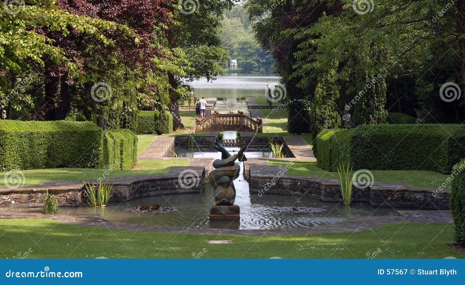 Jardin romantique anglais photographie stock libre de droits image 57567 - Jardin romantique anglais ...