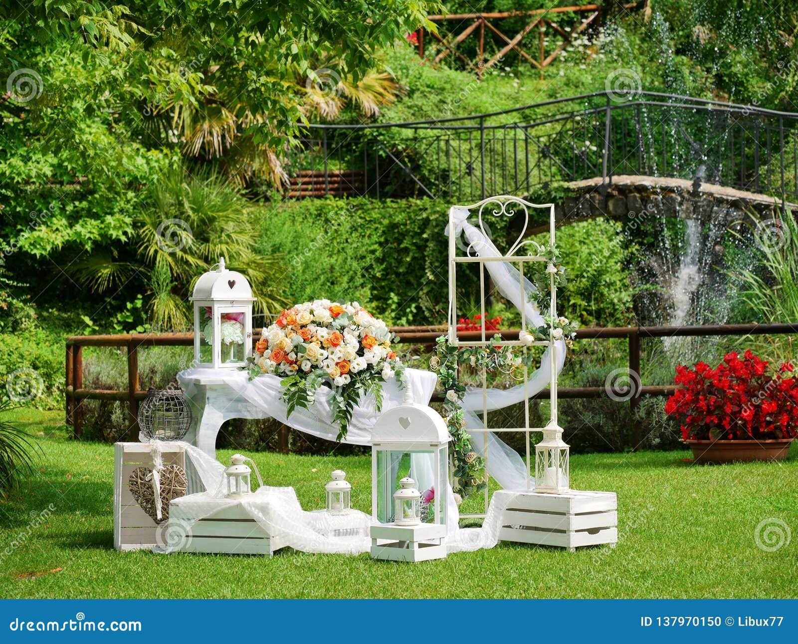 Jardin Romantique De Décoration De Cérémonie L\'épousant ...