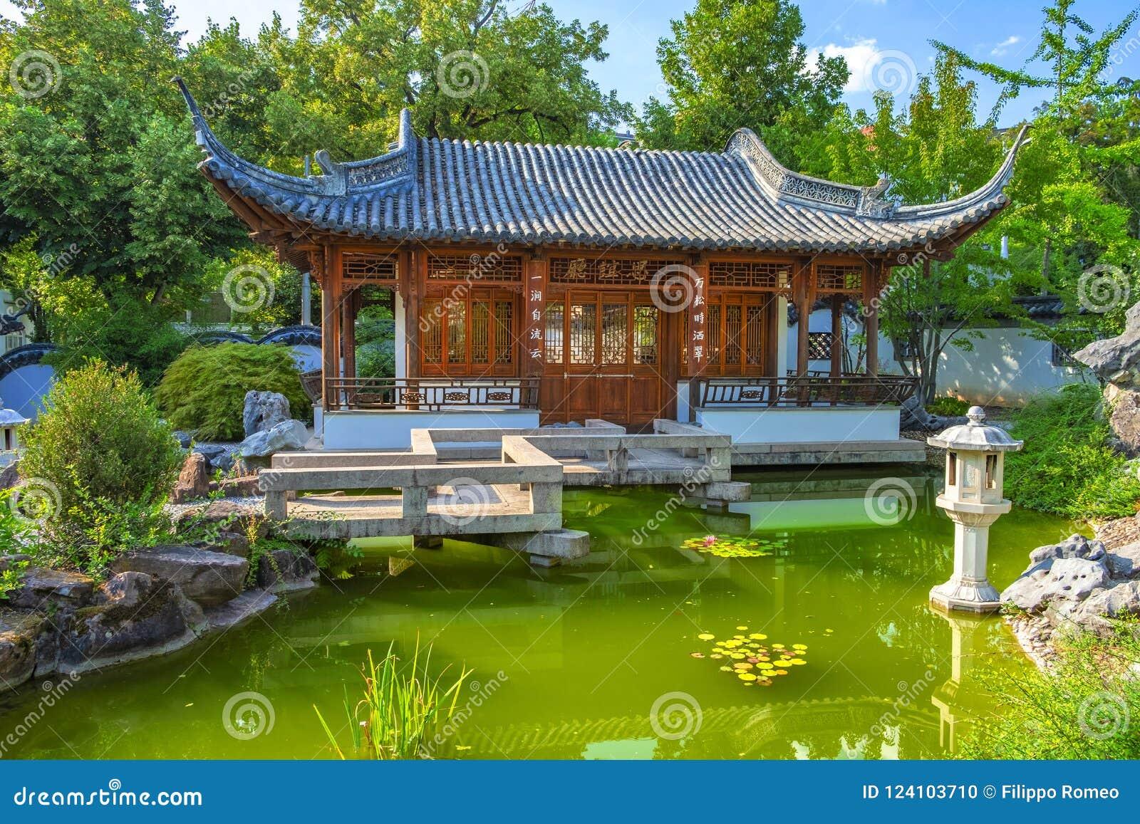 Jardin Stuttgart De La Chine Photo stock - Image du touriste ...