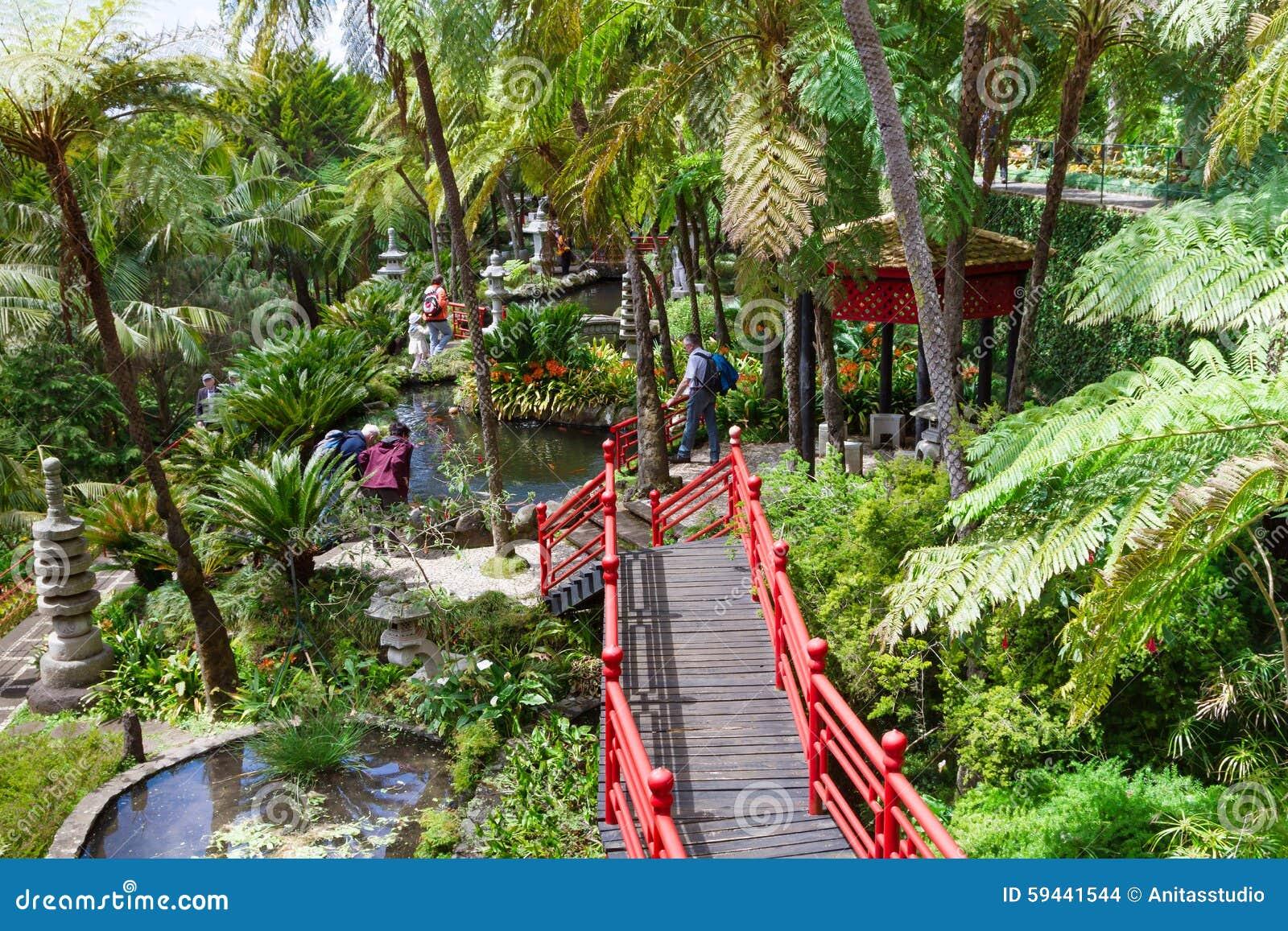 Jardin tropical de palais de monte ponts rouges dans le for Le jardin oriental