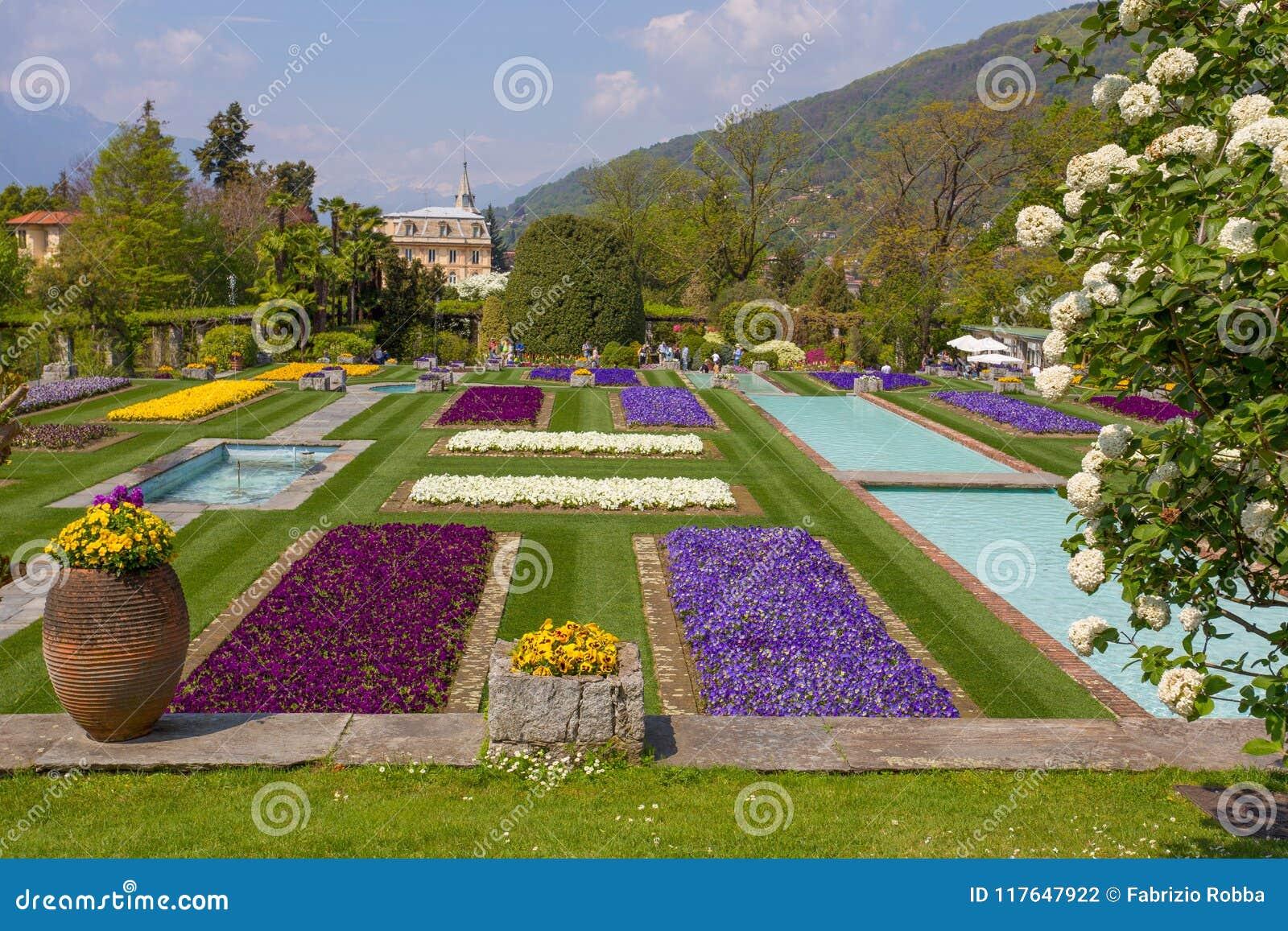Jardines Colgantes En El Jardin Botanico Del Chalet Taranto En