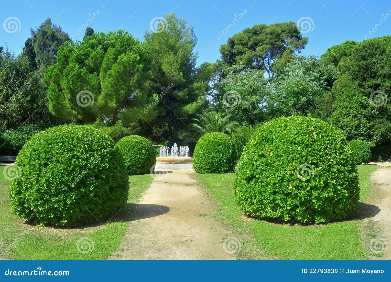 Jardines de palau reial de pedralbes en barcelona imagen for Jardines de barcelona