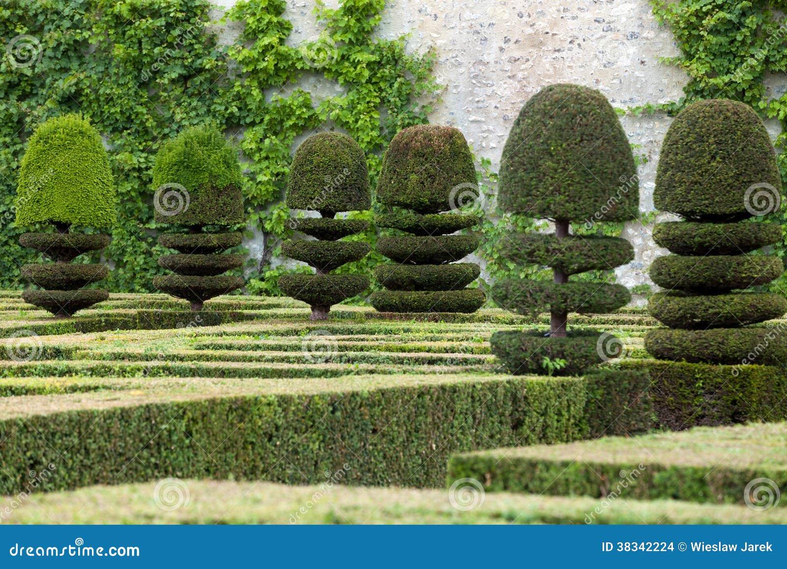jardines decorativos en los castillos en francia imagenes de archivo