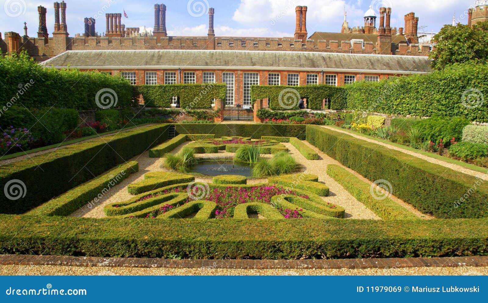 Jardines del palacio de la corte de Hapton