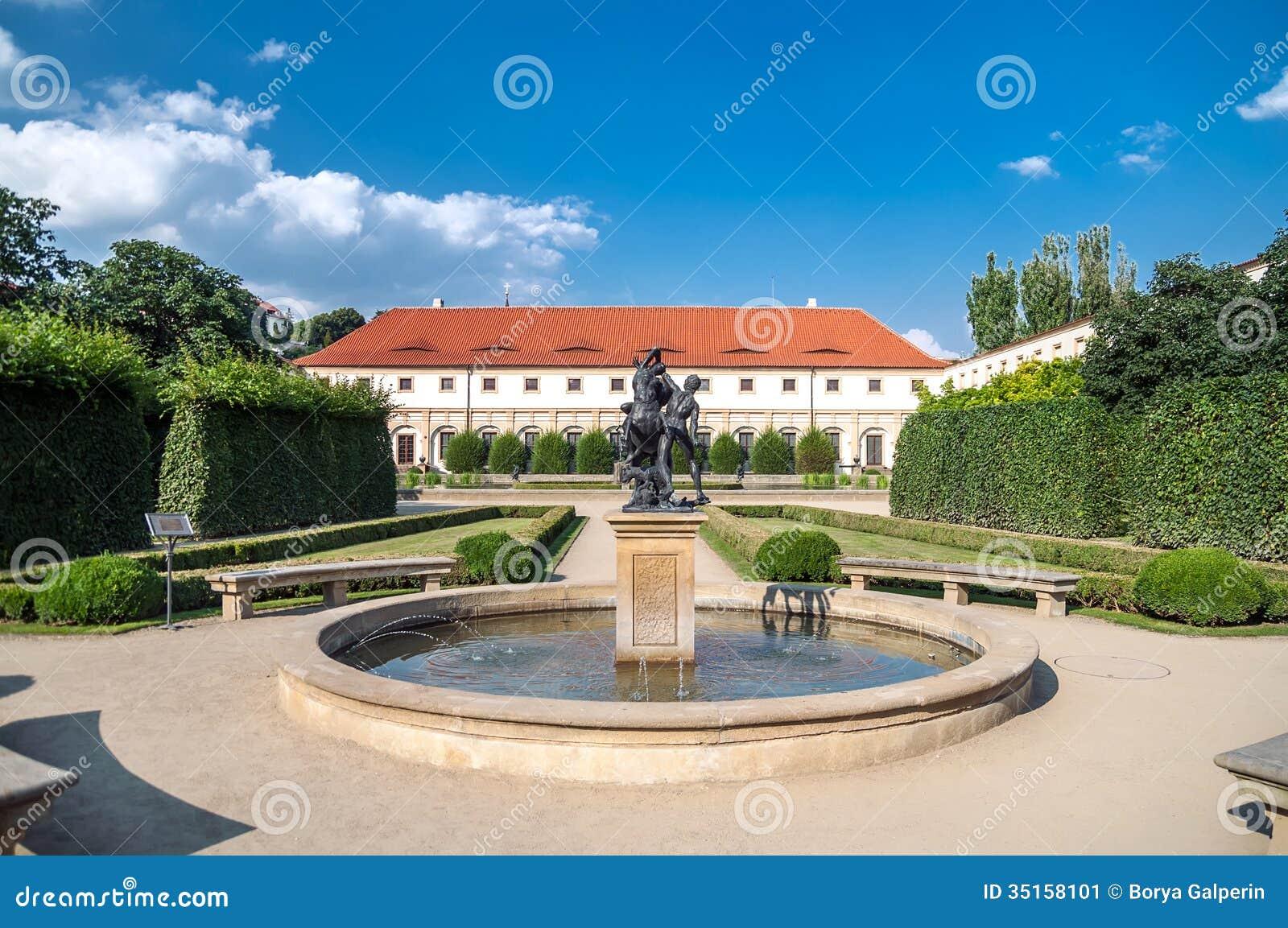 Jardines del pavo real del palacio de wallenstein imagen for Jardin wallenstein