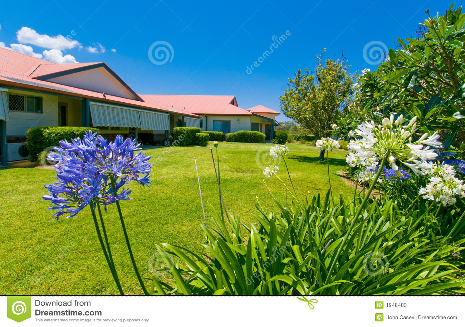 Jardines hermosos en la parte posterior de la casa imagen for Fotos de jardines de casas