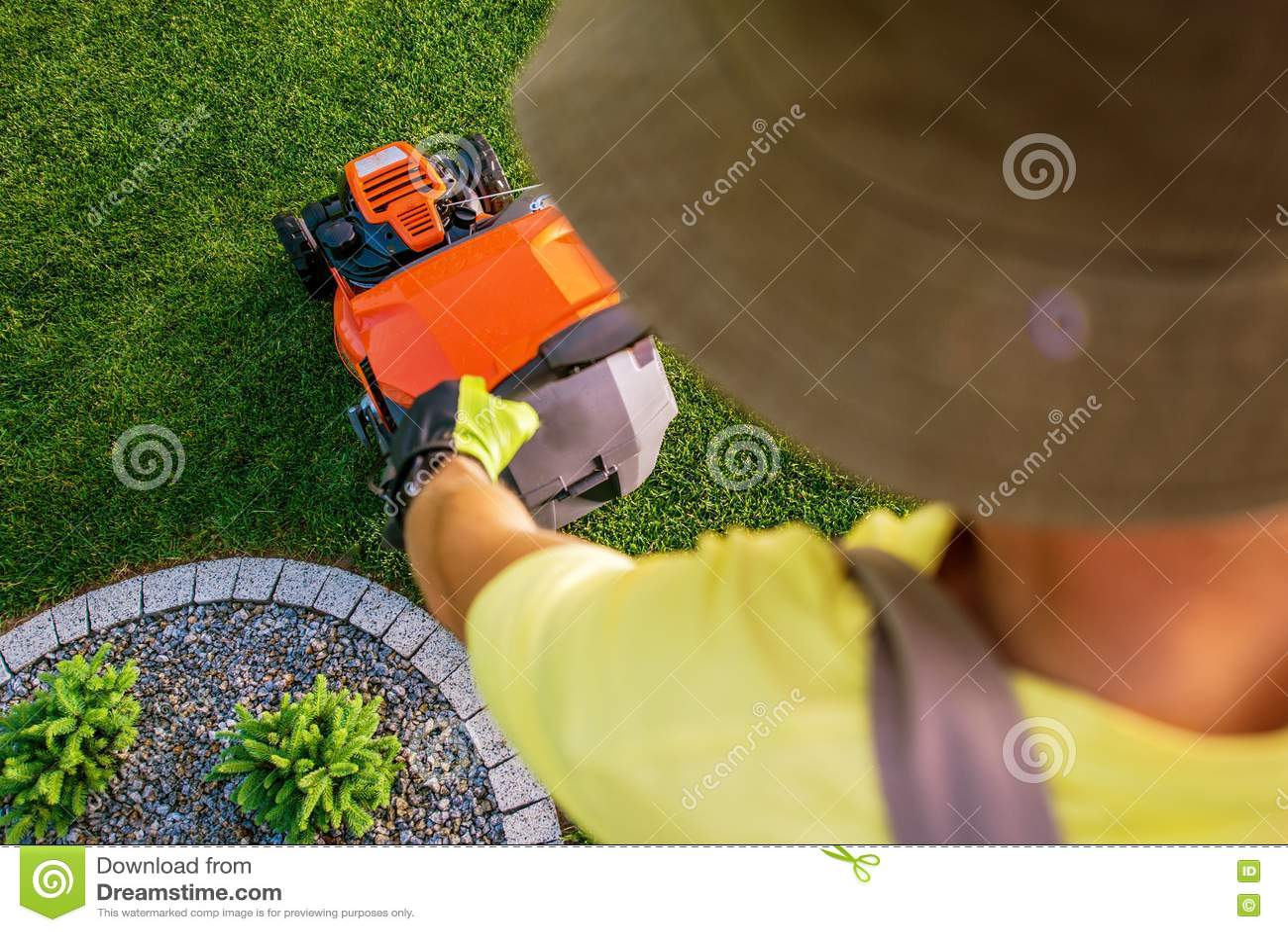 Jardinier Lawn Mowing