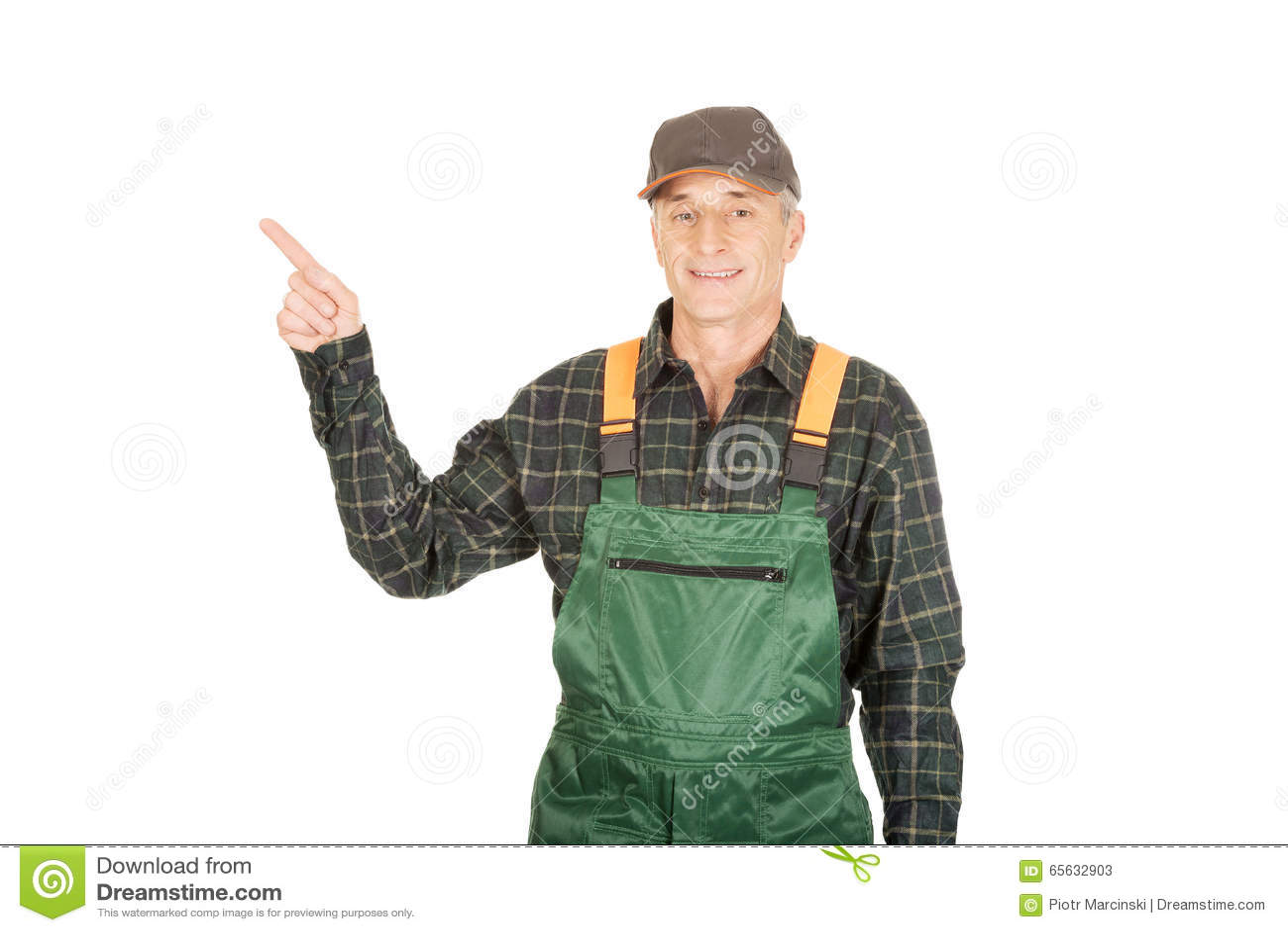Jardinier mûr dans l uniforme se dirigeant