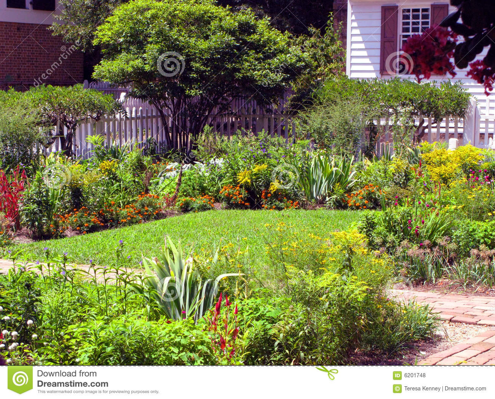 Jardins Bonitos Fotos de Stock Royalty Free  Imagem 6201748