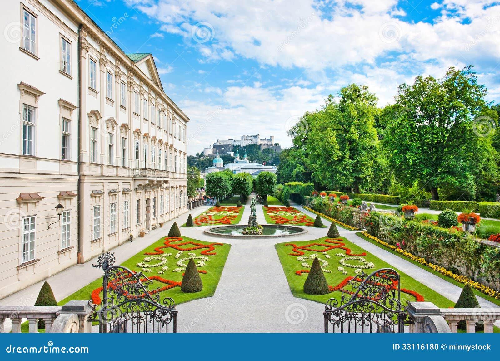 Jardins de Mirabell avec le palais de Mirabell à Salzbourg, Autriche