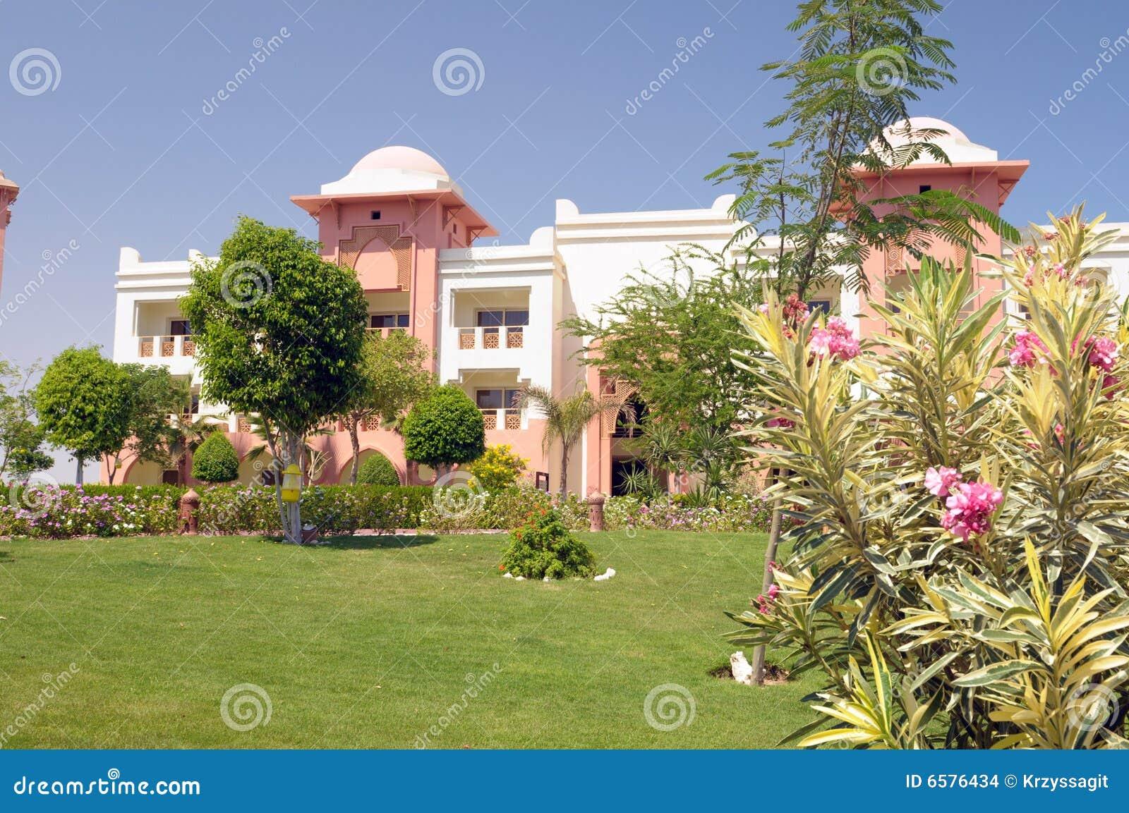 Jardins Luxuosos Do Hotel Imagens De Stock Imagem 6576434
