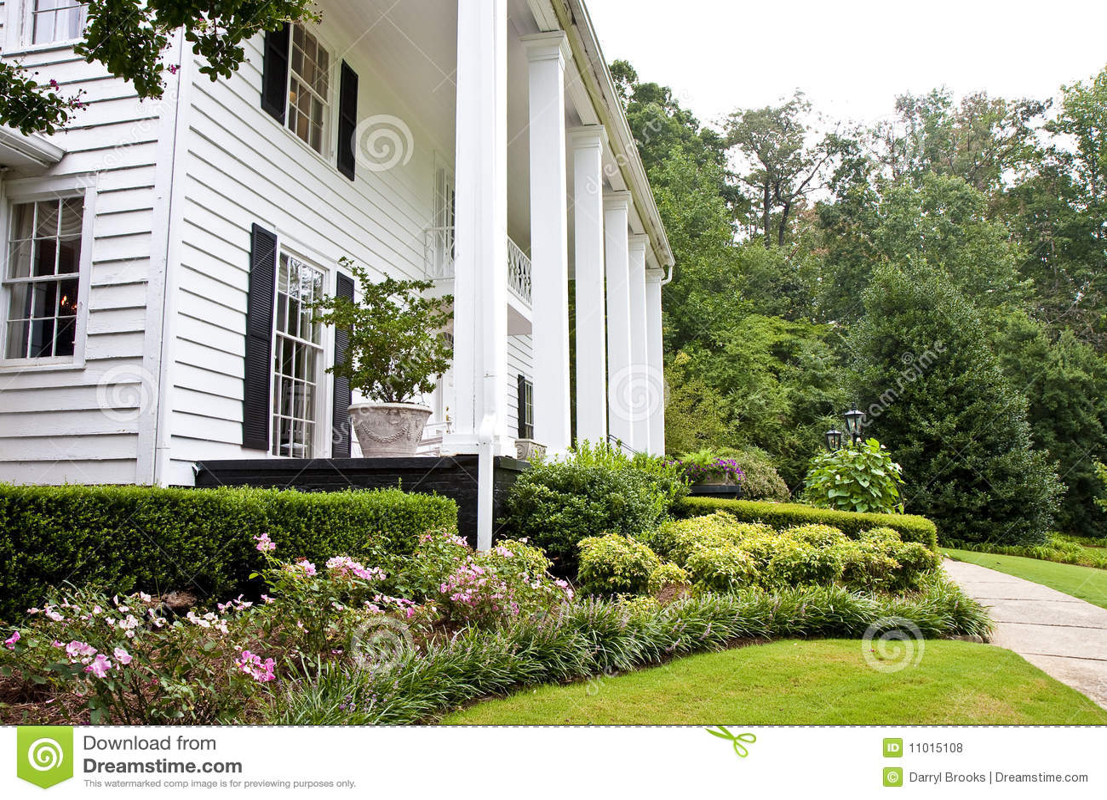 imagens jardins pequenos : imagens jardins pequenos:Fotos de Stock Royalty Free: Jardins pequenos