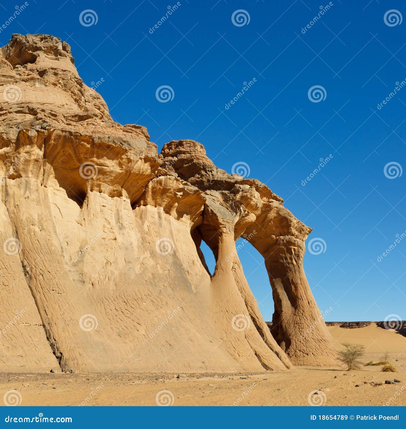 Jaren den ärke- fezzien för akakus libya den naturliga rocken