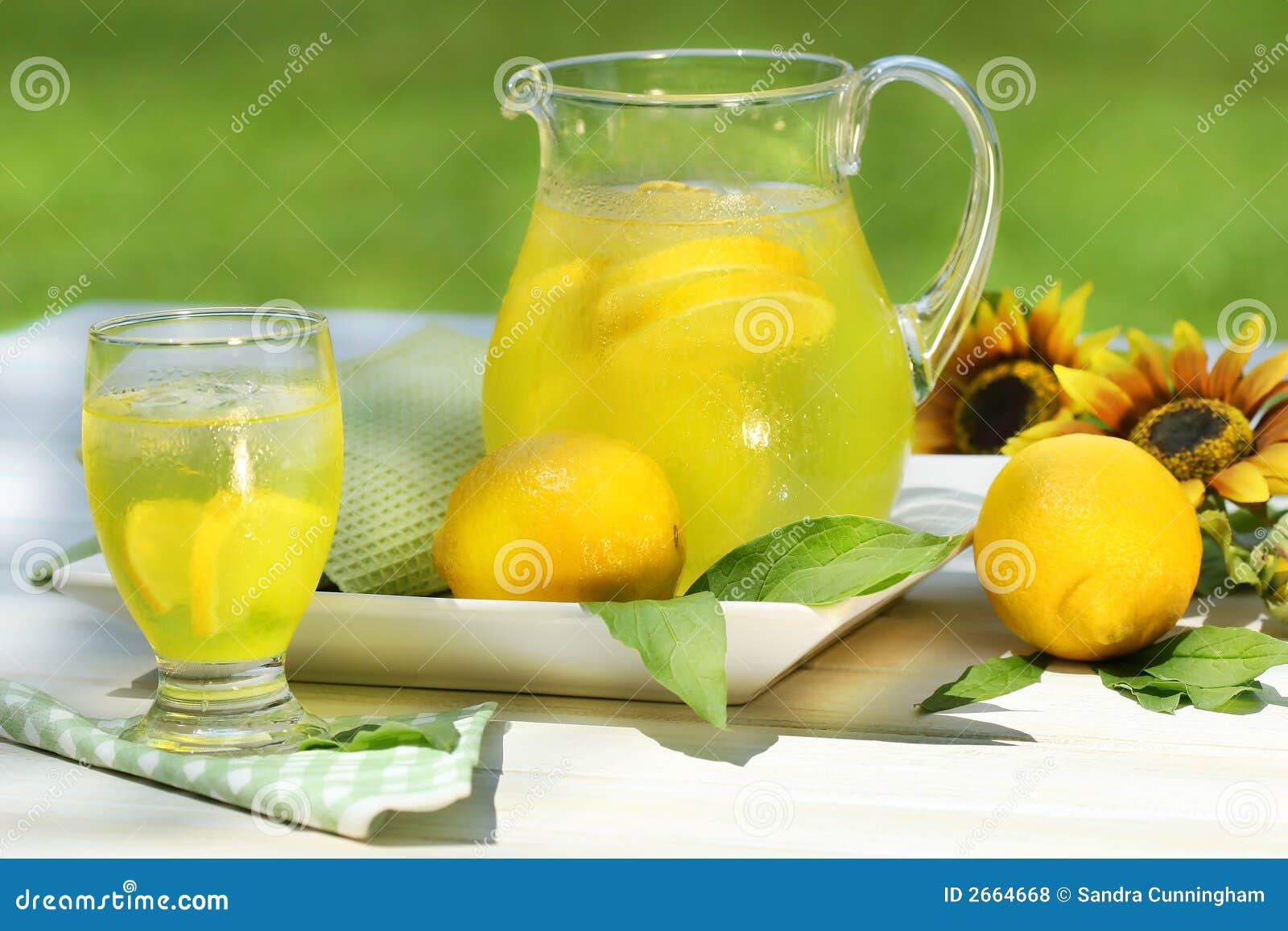 Jarra de limonada fresca