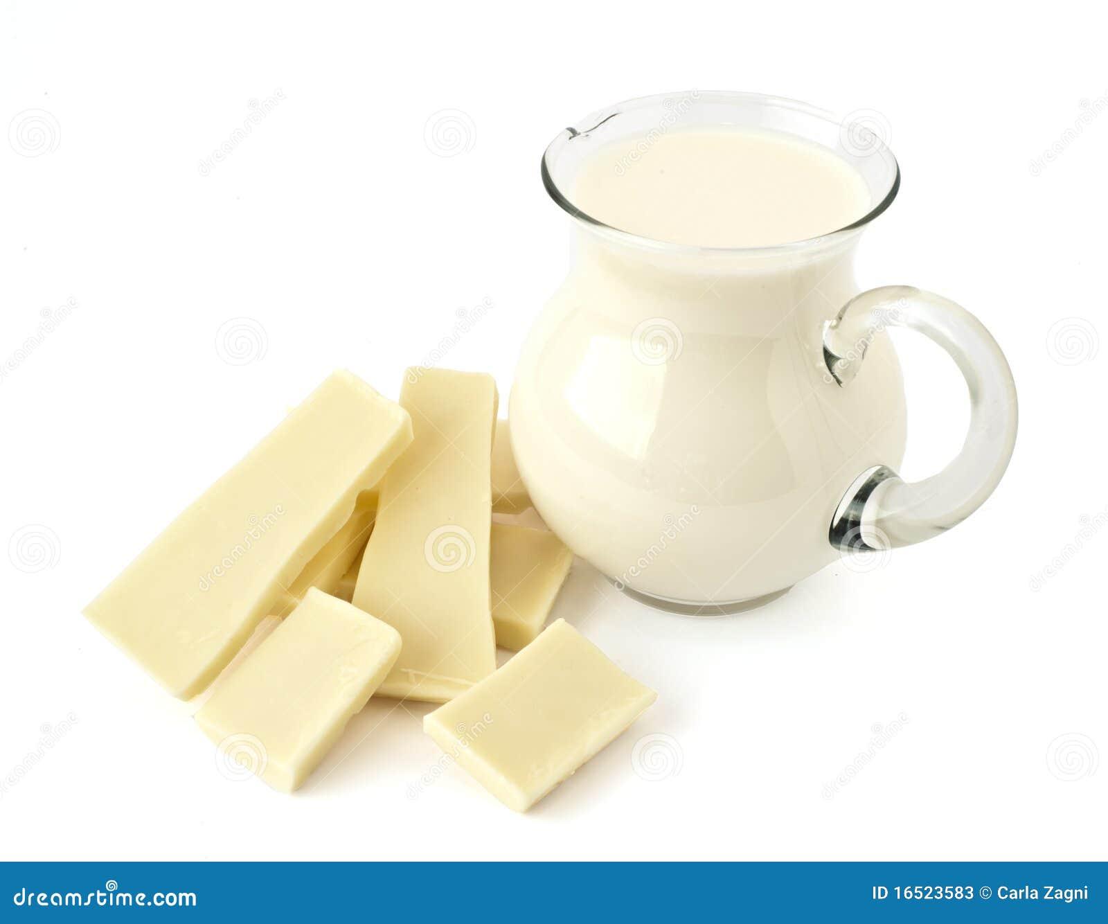 Jarro branco do chocolate e de leite