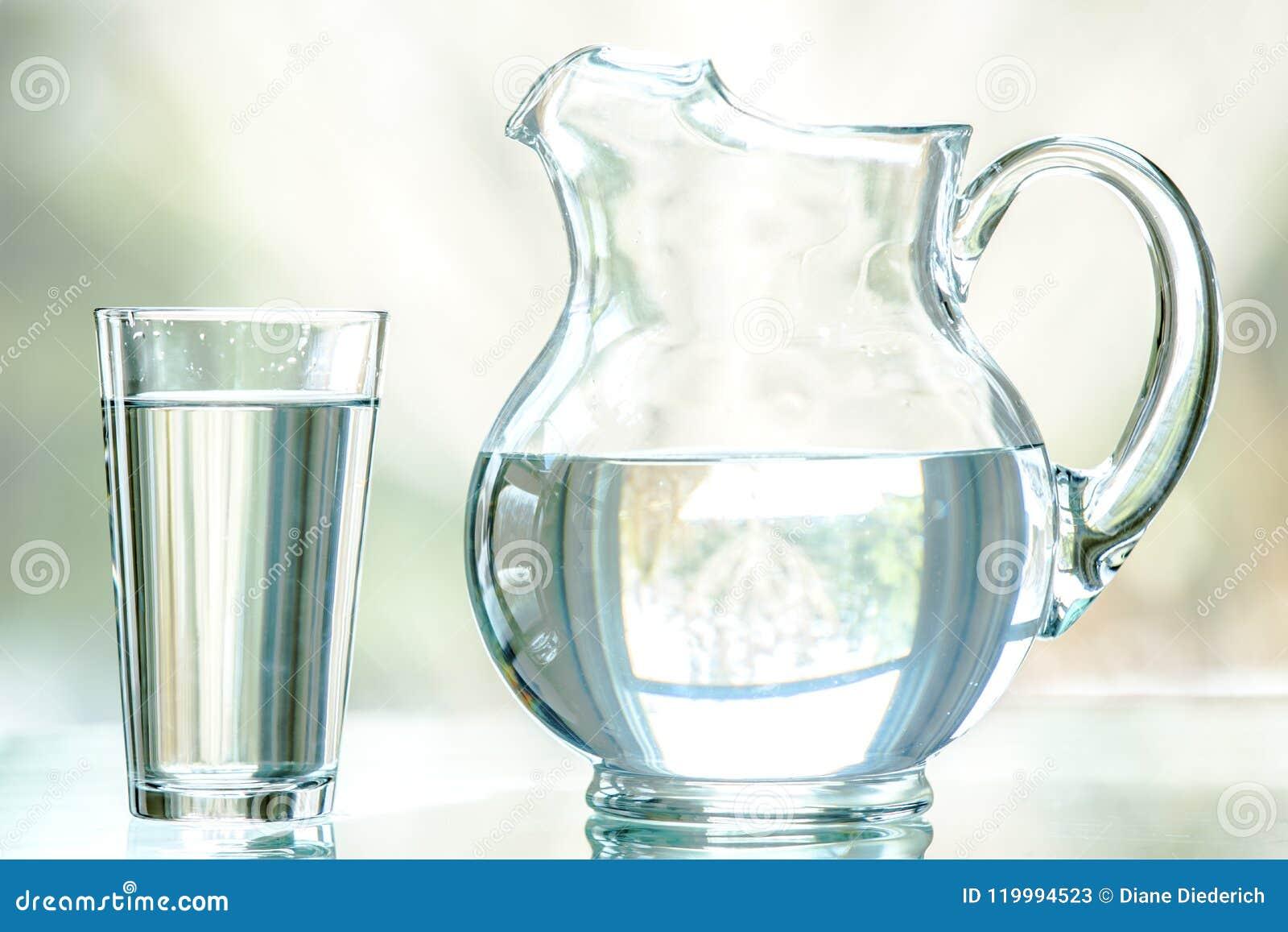 Jarro e vidro da água