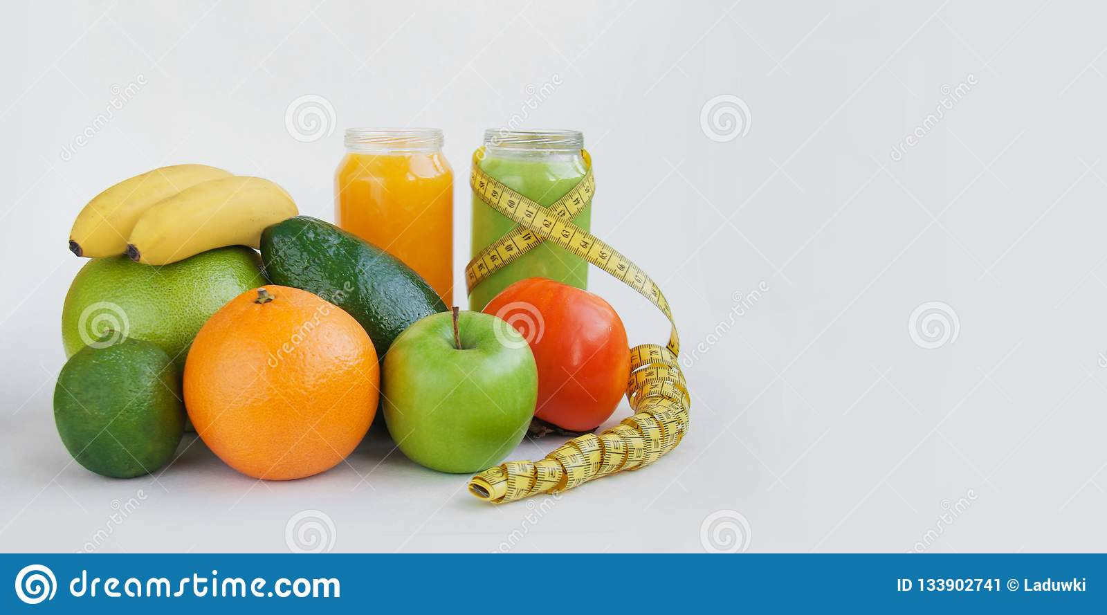 Jarscy surowi karmowi pojęć smoothies soki pości dla zdrowie i ciężaru straty