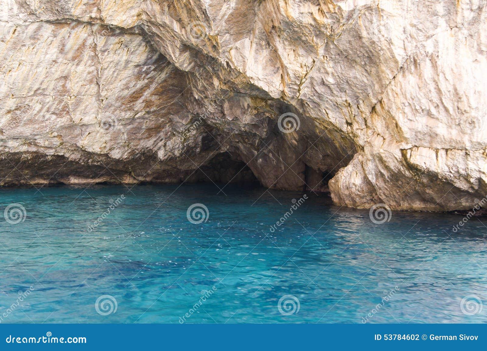 Jaskrawa błękitne wody