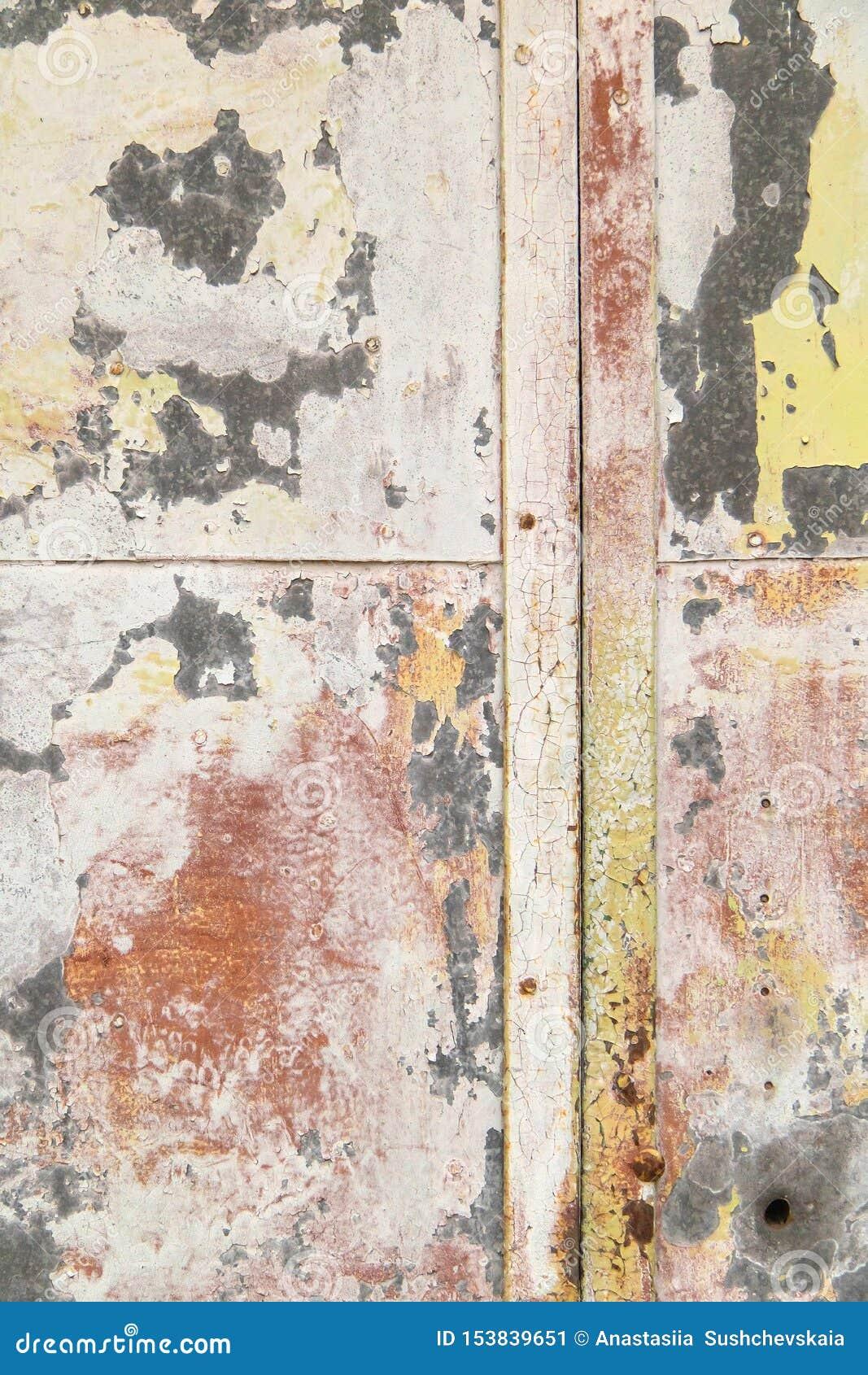 Jaskrawy ekspresyjny tło różni kolory na metalu