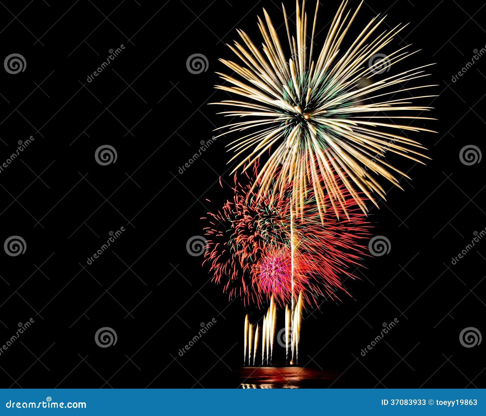 Download Jaskrawy Kolorowi Fajerwerki Obraz Stock - Obraz złożonej z rozochocony, błękitny: 37083933