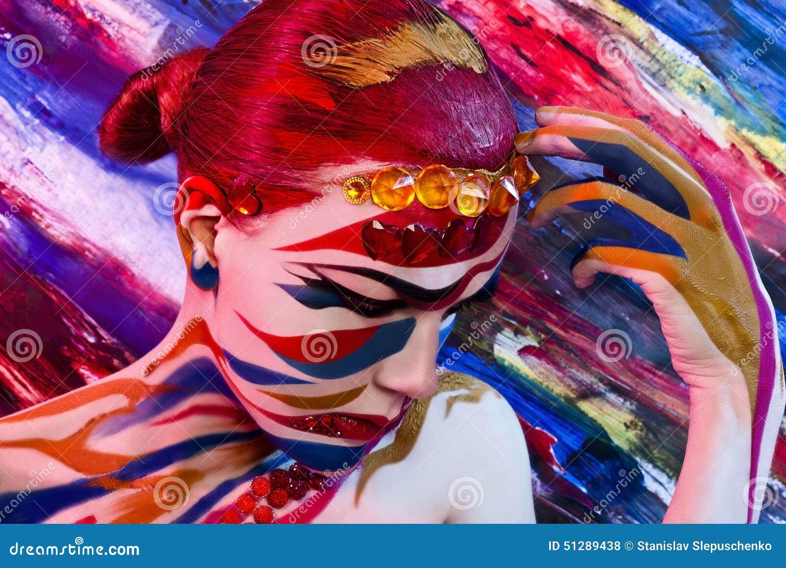 Jaskrawy kolorowy portret Portret kobieta z