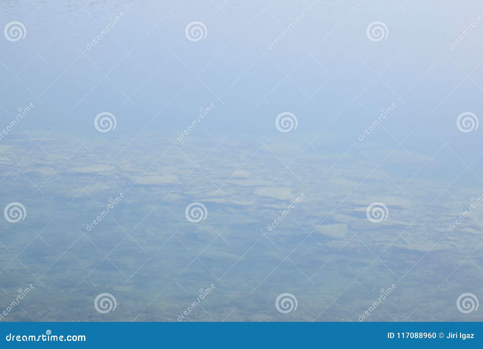 Jasna woda nowy jezioro wymieniał Milada w wiosna ranku w republika czech