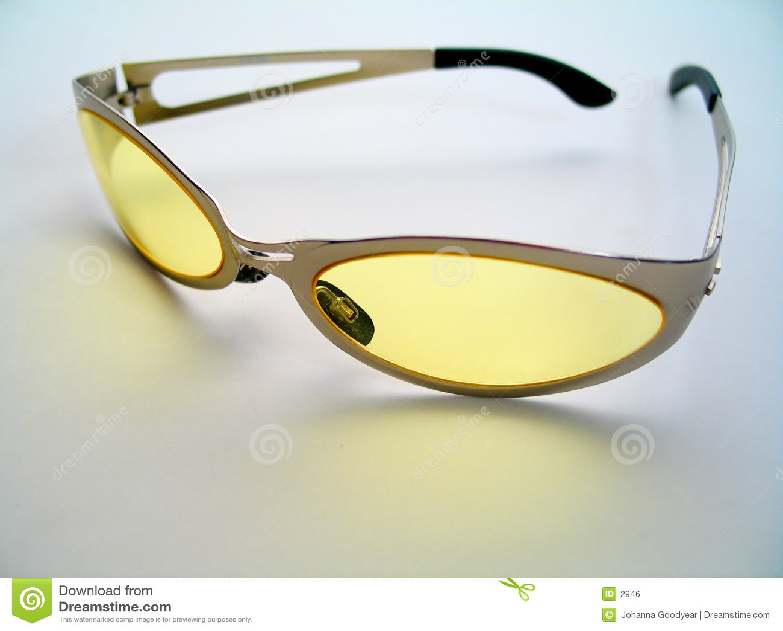Jaunissez les lunettes de soleil teintées