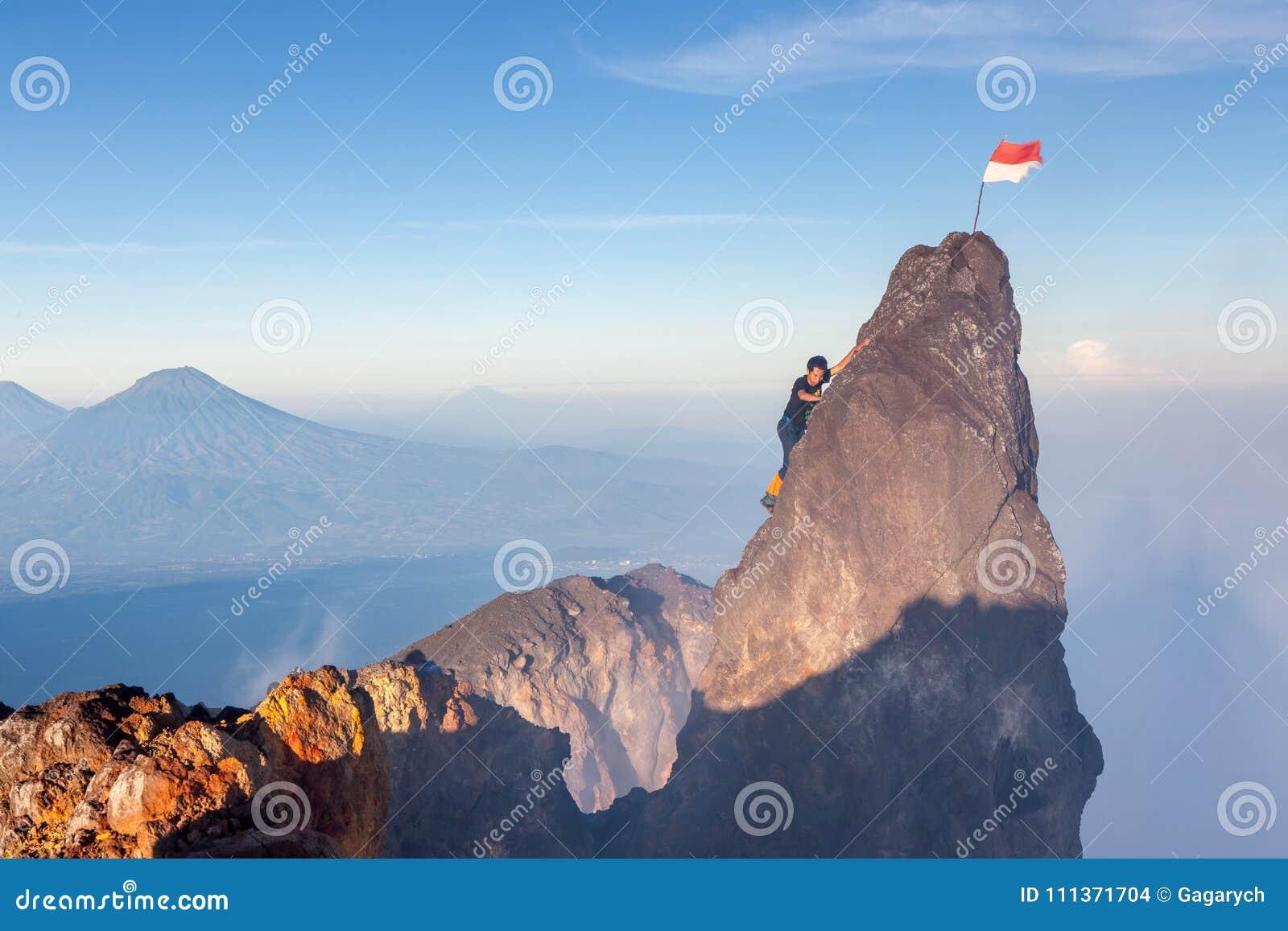 Java/印度尼西亚- 2015年4月8日:印度尼西亚登山人