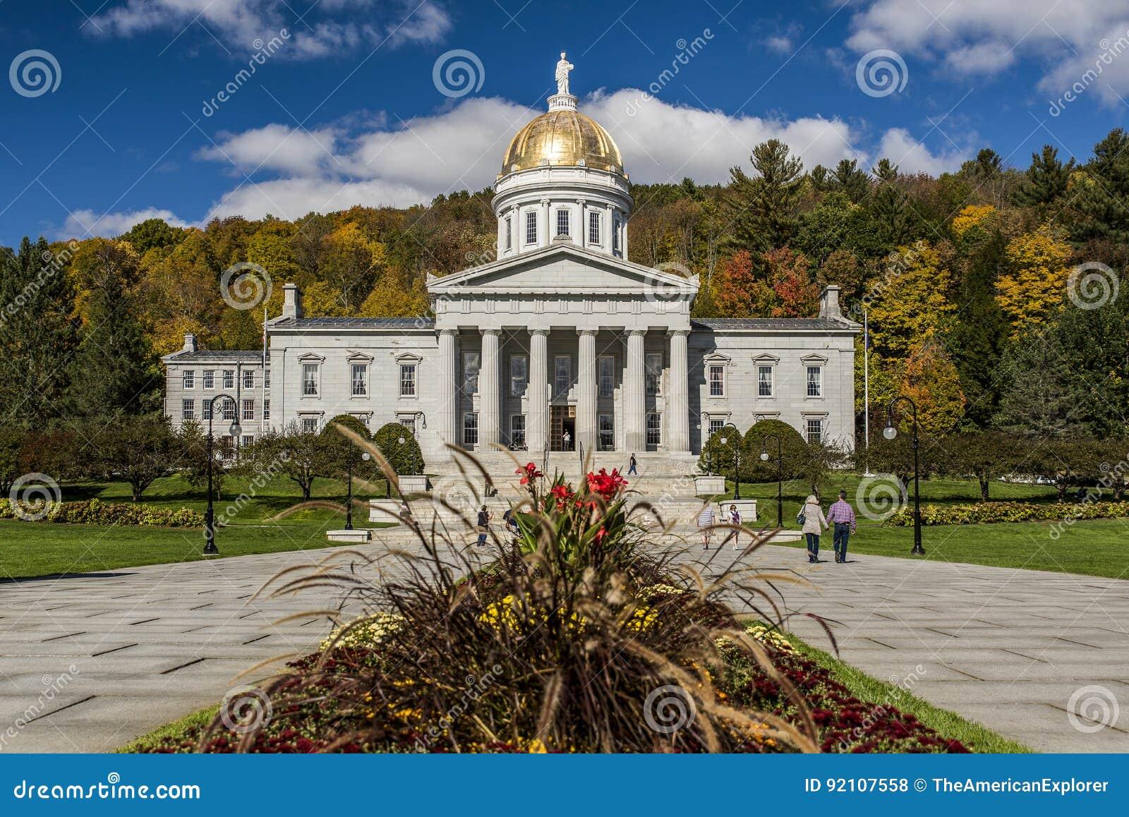 Jawny park Capitol w jesieni, spadku/Barwi - Montpelier, Vermont - Historyczny stanu dom -