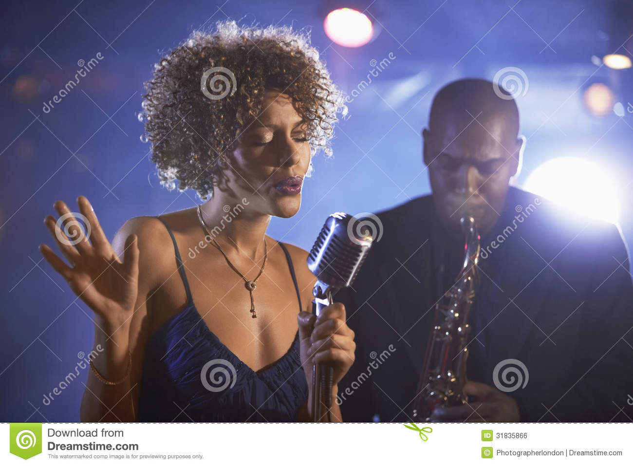 Jazz Singer And Saxophonist In-Leistung