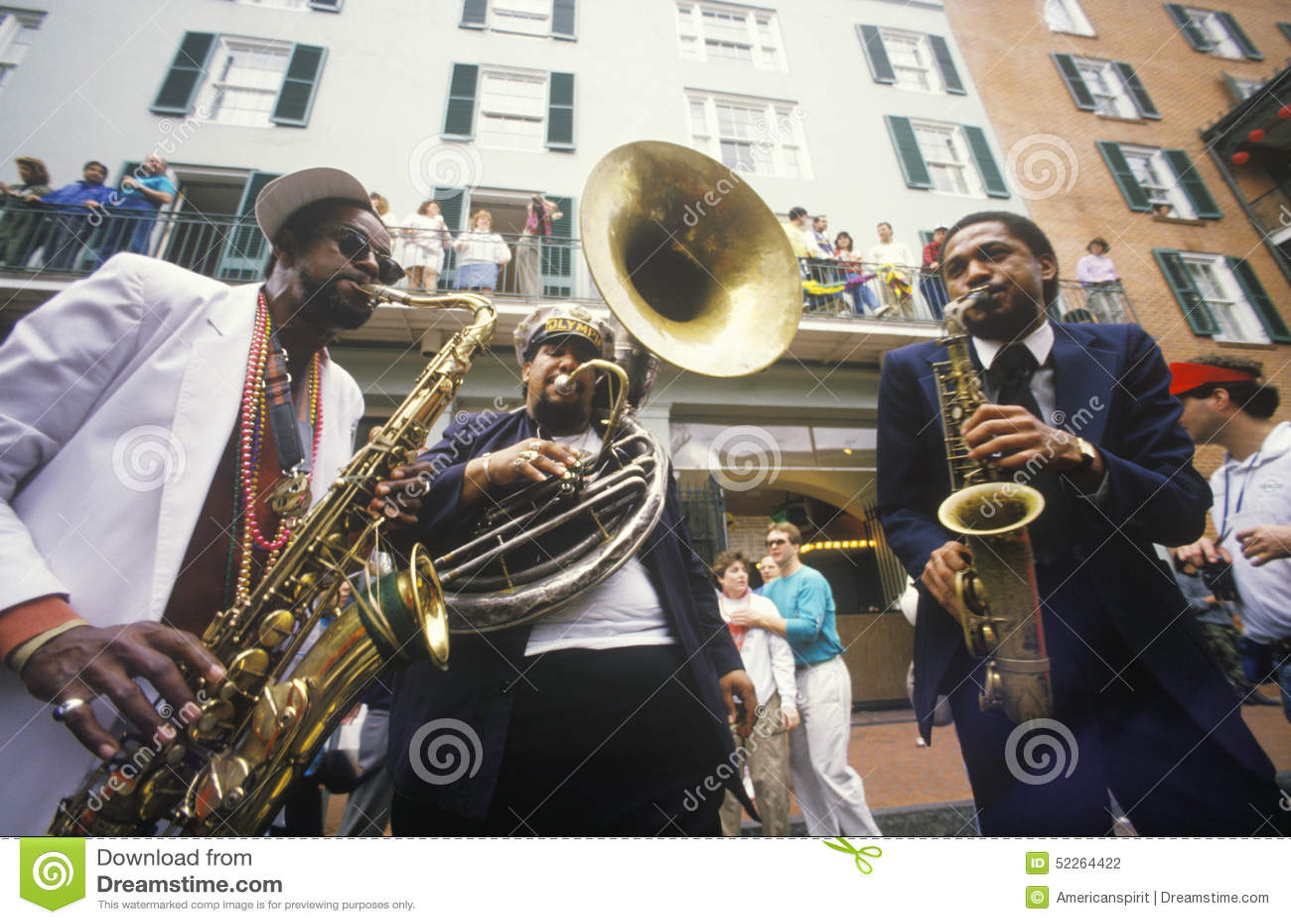 Jazzmusiker som utför på den franska fjärdedelen, New Orleans på Mardis Gras, LA