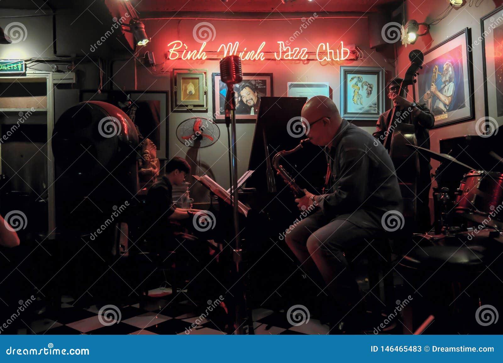 Jazzowy zespół przy Hanoi Żywą kawiarnią, Wietnam, Dec 10, 2018