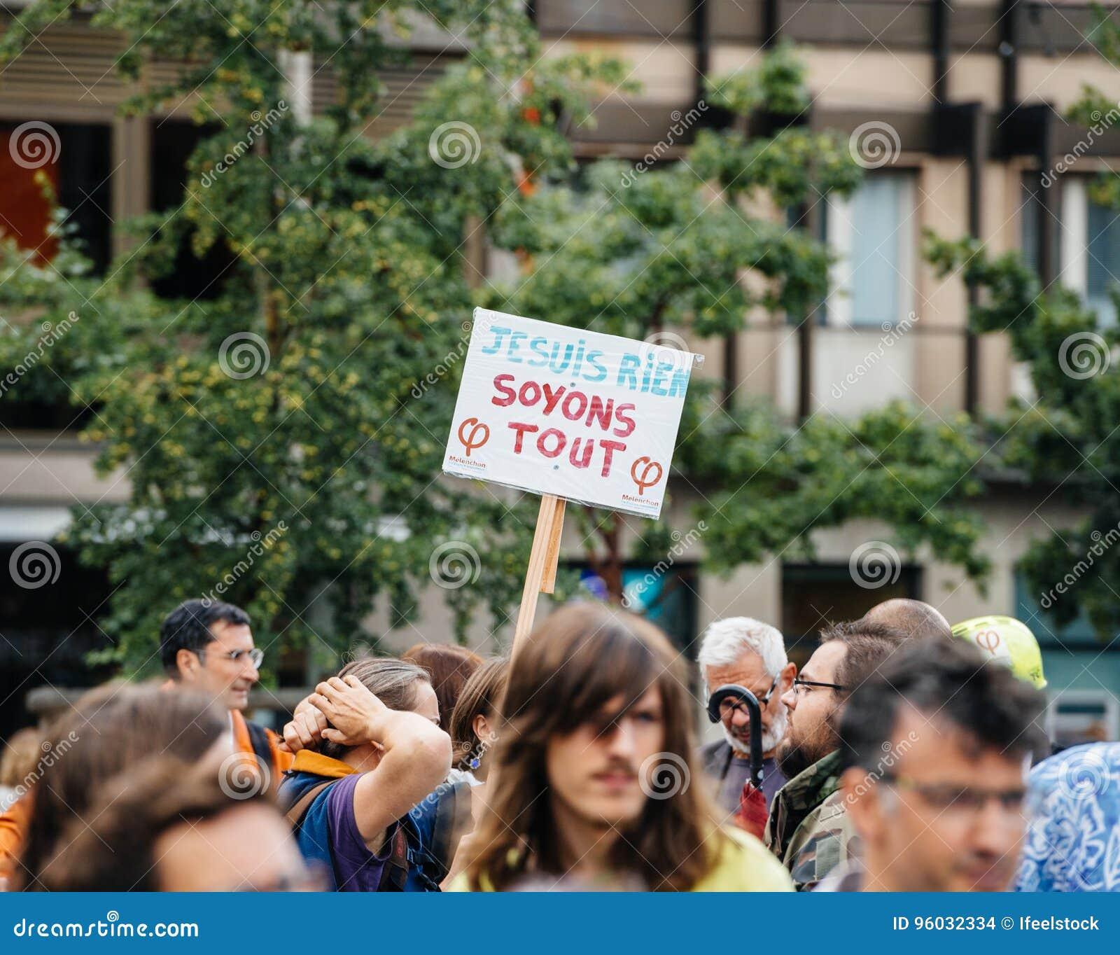 Je suis rien przy protestem przeciw Macron, soyons konika plakat