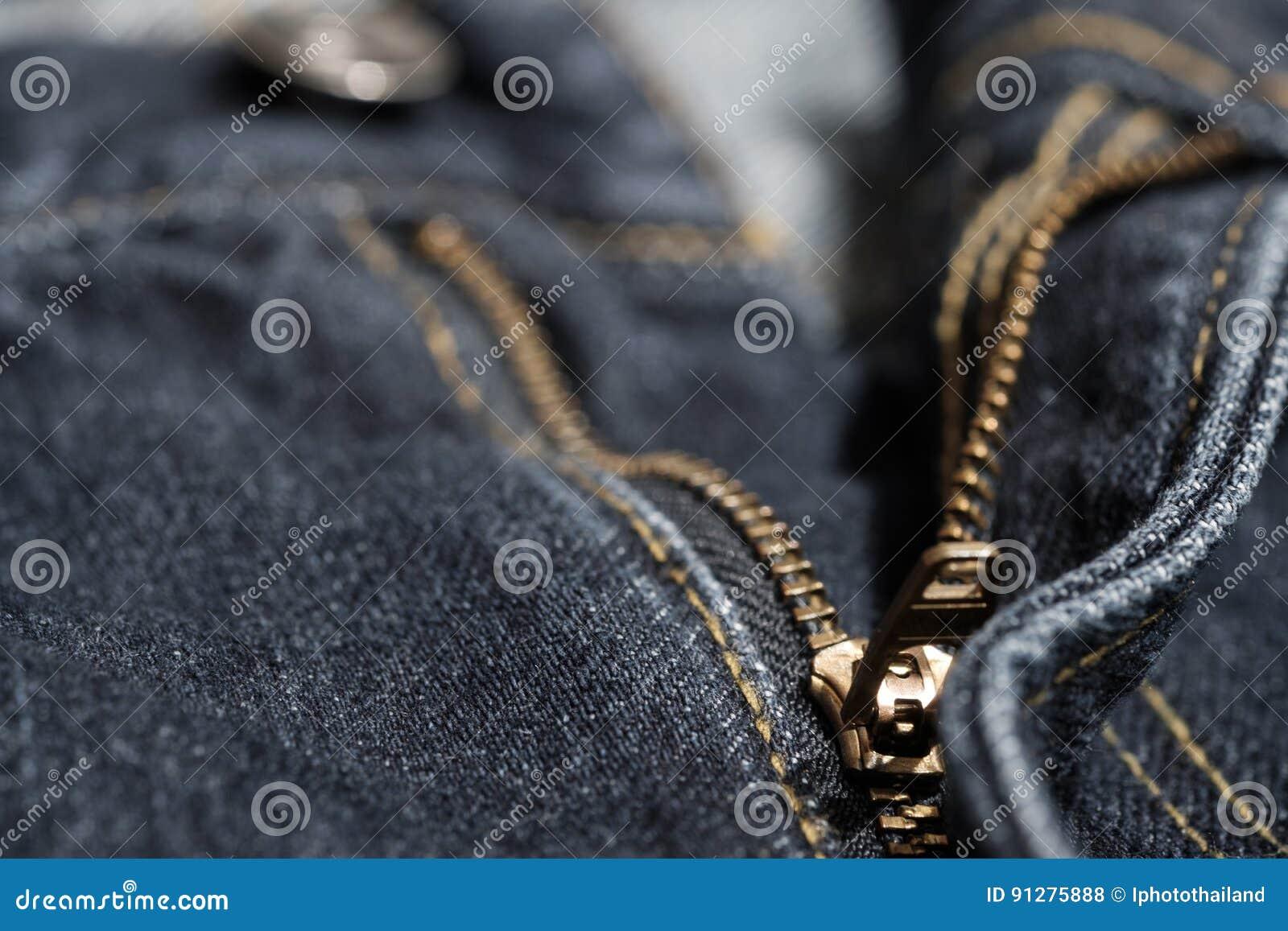 Jean med den guld- blixtlåset Utvalt fokusera