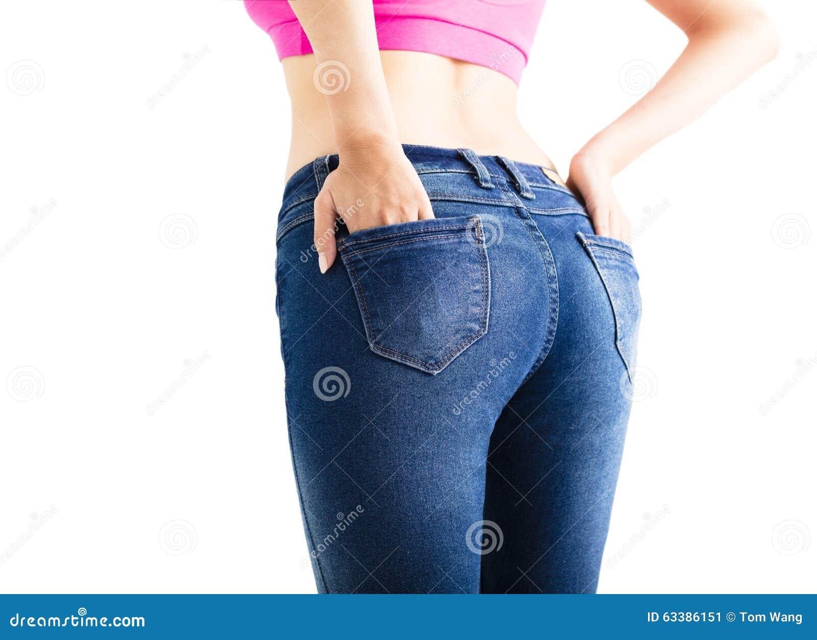 Jeans d uso della donna sexy del primo piano