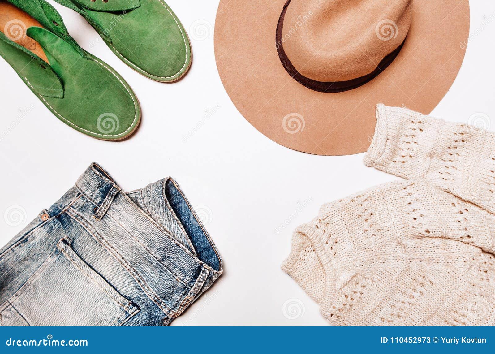 Jeans och tröjavitbakgrund