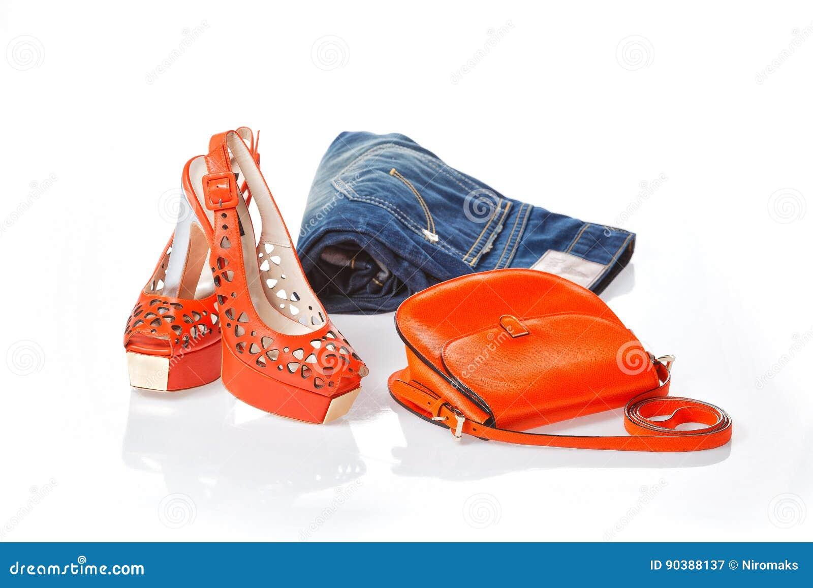 Jeans, Sandali Rossi E Borsa Di Cuoio Rossa Immagine Stock