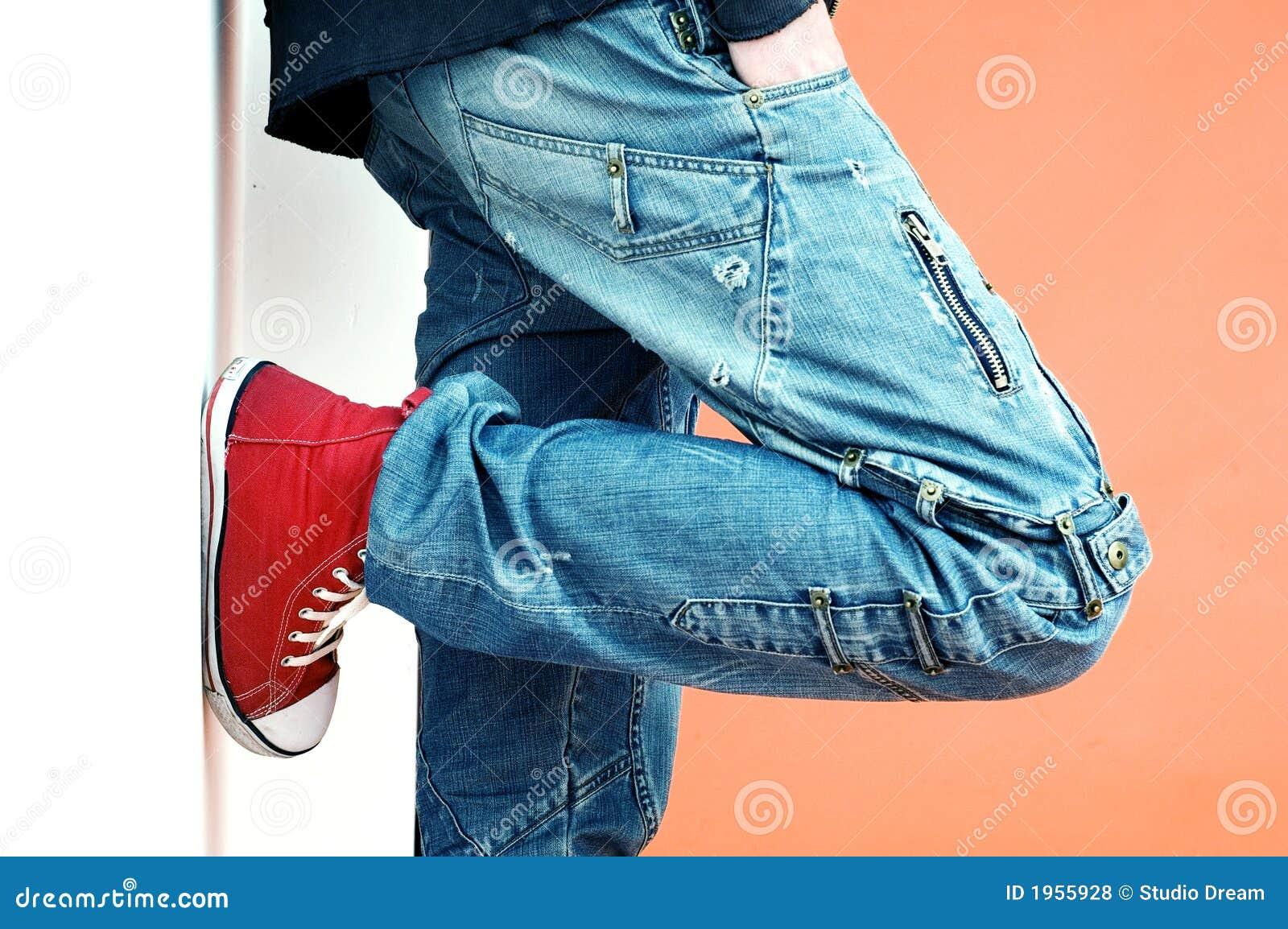 Jeans und Turnschuhe