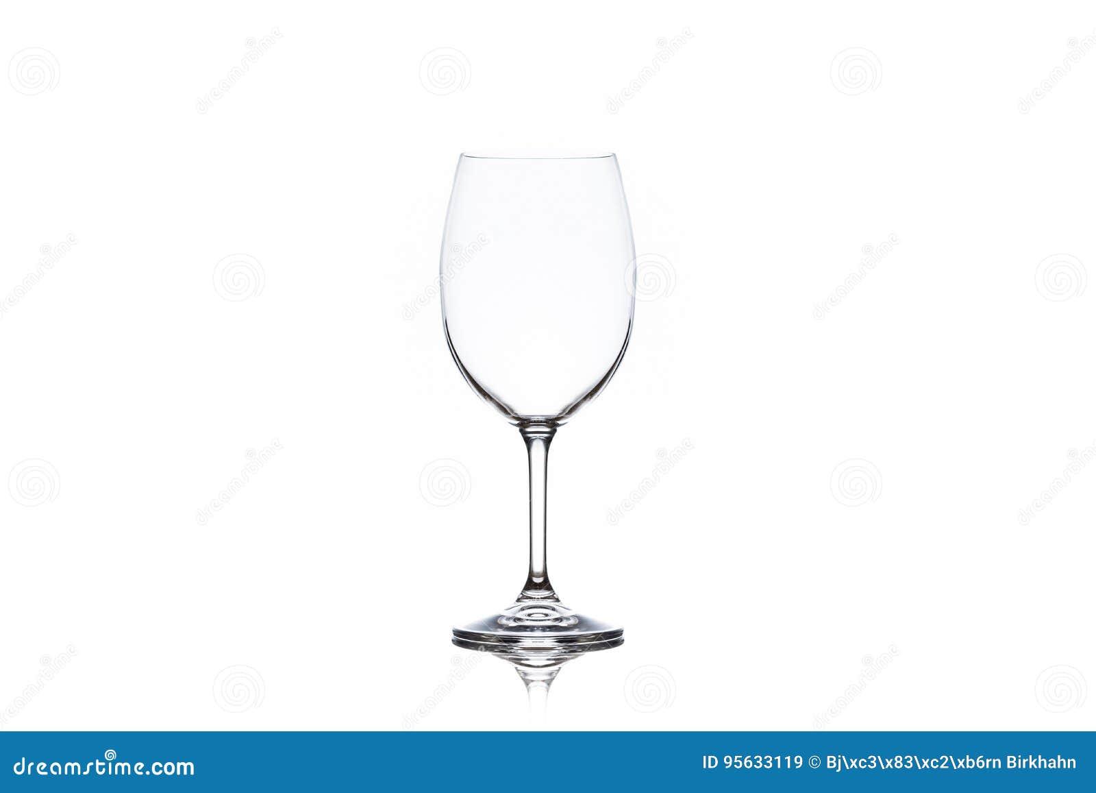 Jeden czysty pusty wina szkło na białym tle