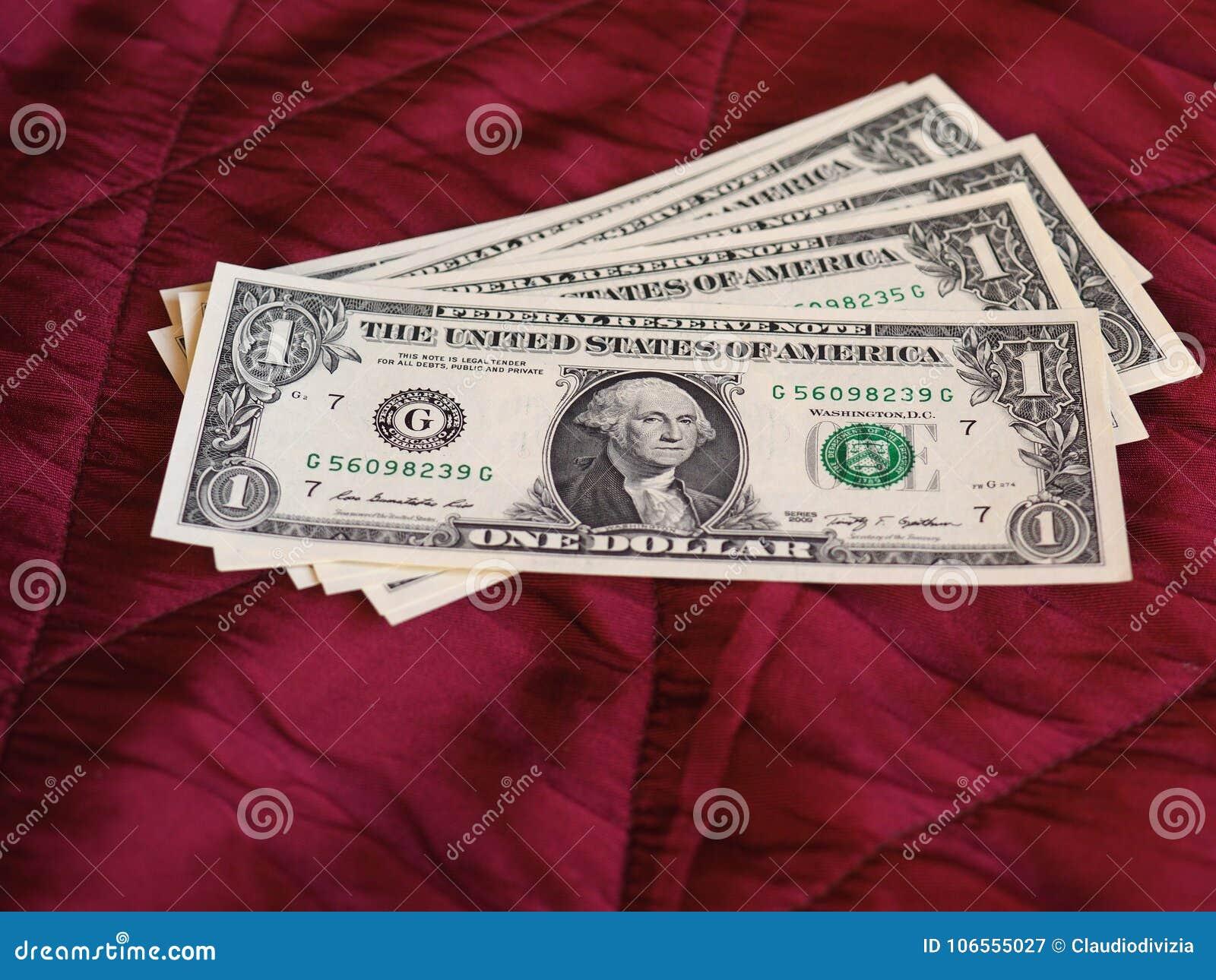Jeden dolara notatki, Stany Zjednoczone nad czerwonym aksamitnym tłem