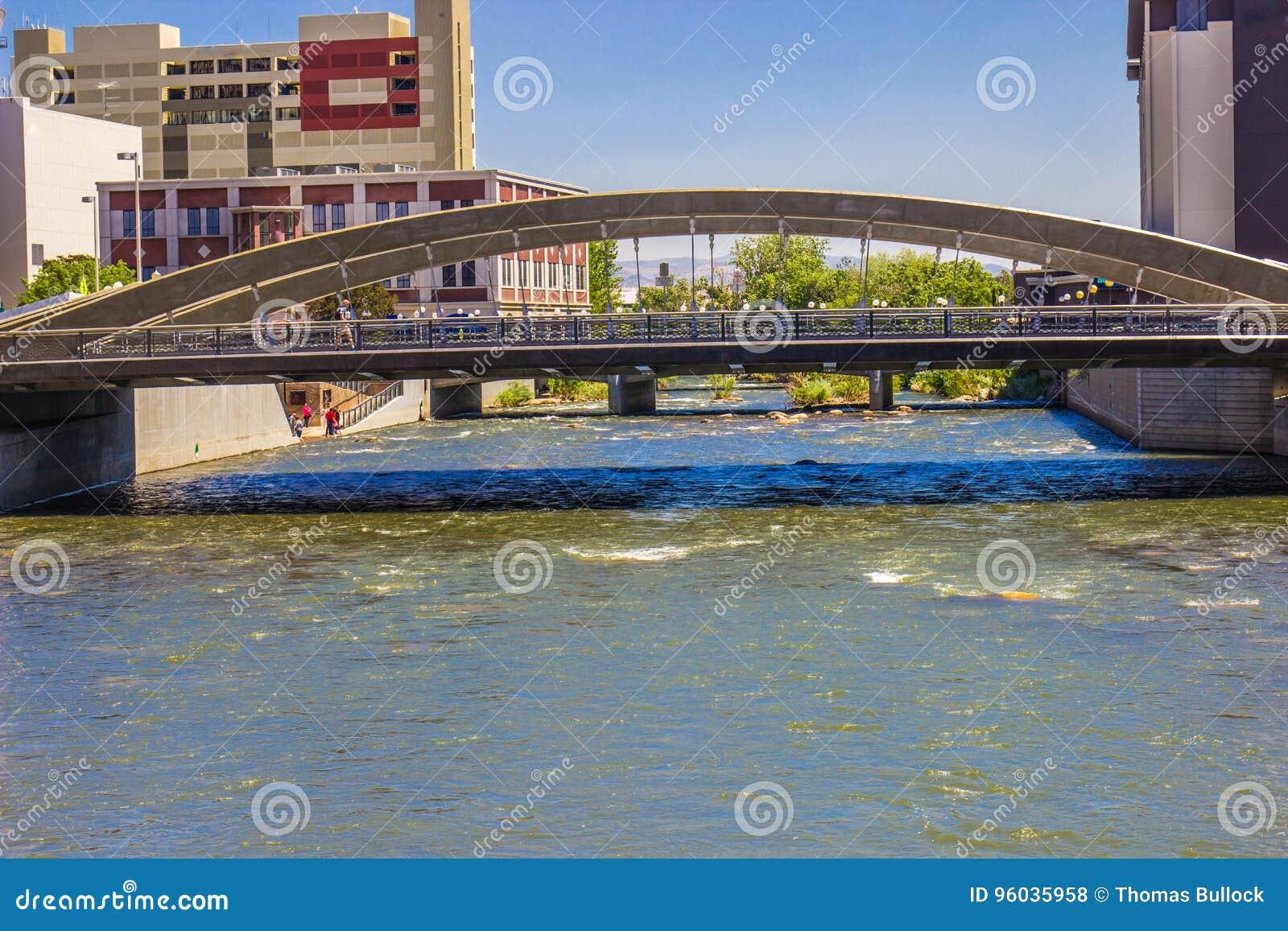 Jeden Dużo Przerzuca most Krzyżować Truckee rzekę W W centrum Reno,