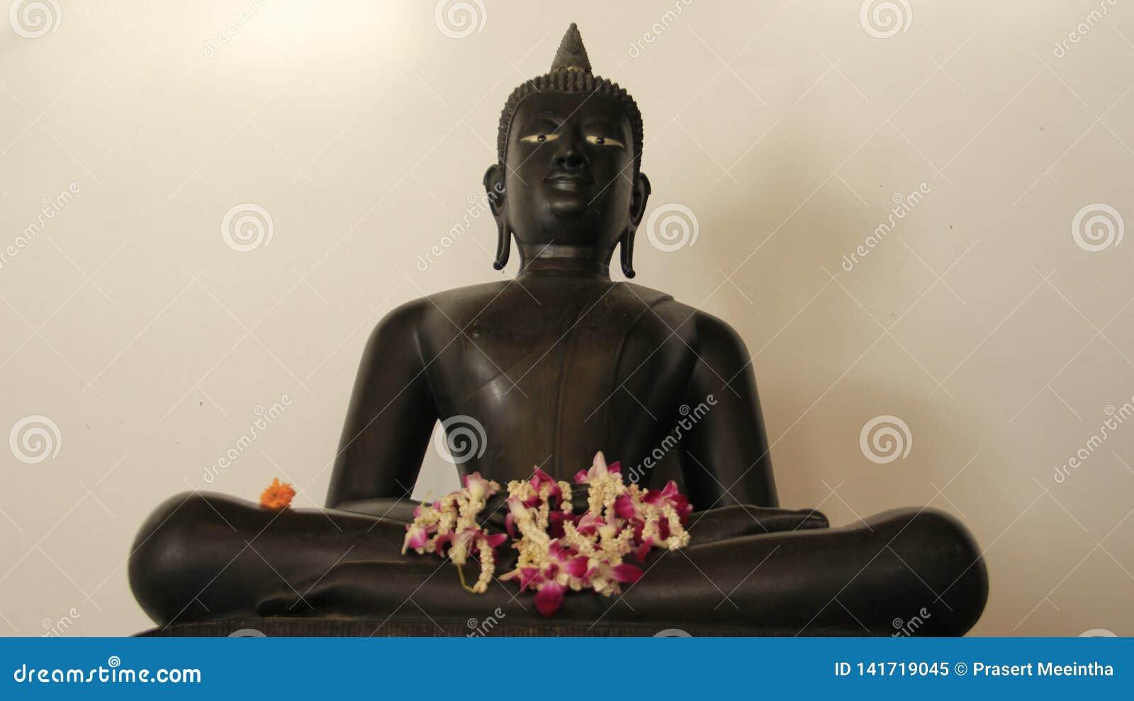 Jeden metal Buddha Z FlowersGarland