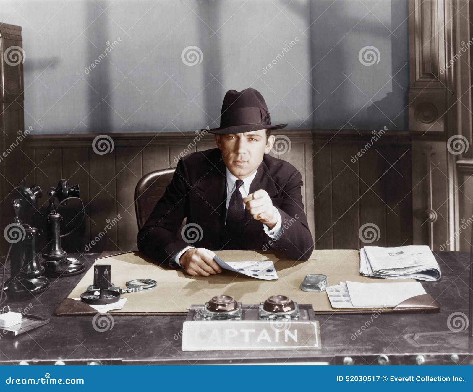 JEDEN TWARDY policjant (Wszystkie persons przedstawiający no są długiego utrzymania i żadny nieruchomość istnieje Dostawca gwaran