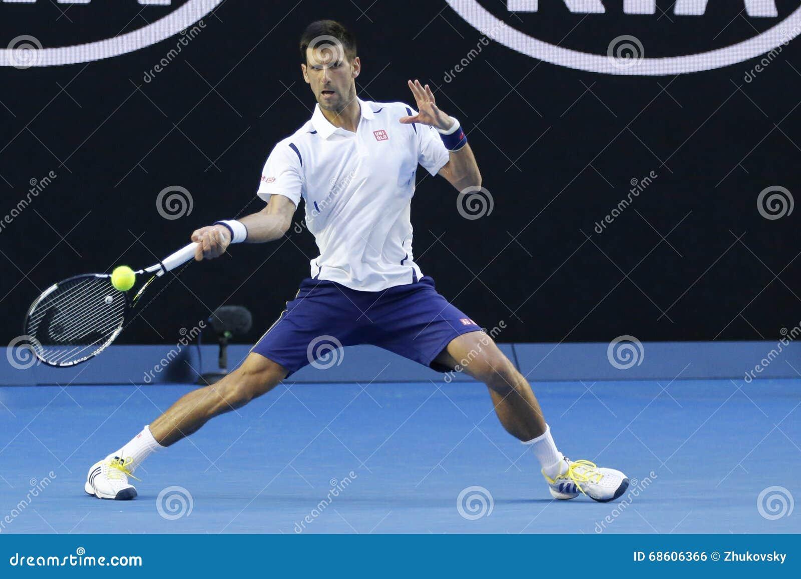 Jedenaście czasów wielkiego szlema mistrz Novak Djokovic Serbia w akci podczas jego round 4 dopasowania przy australianem open 20