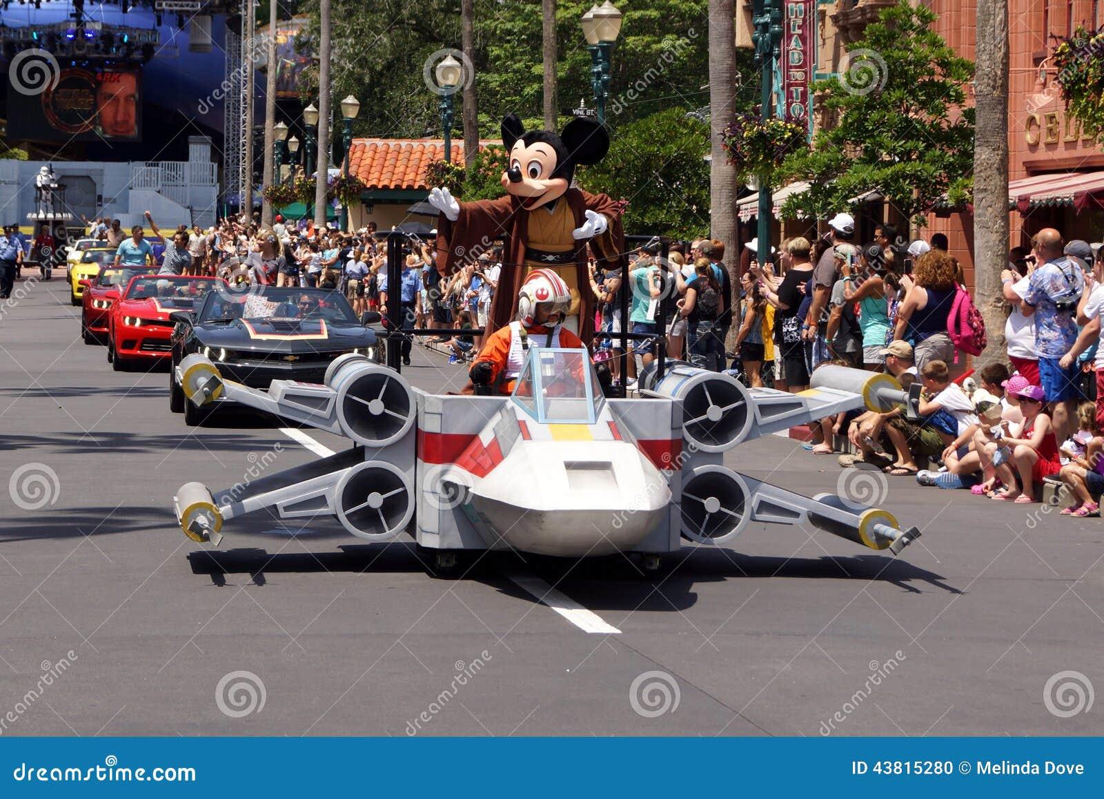 2837222222222281549444444444 Das Walt Disney World Resort ist ein Komplex mehrerer Freizeitparks in der Nähe von Orlando in Florida Das Resort gehört zur Abteilung Walt Disney Parks and Resorts der Walt Disney Company und umfasst vier verschiedene Themenparks zwei Wasserparks sowie 23 Hotels