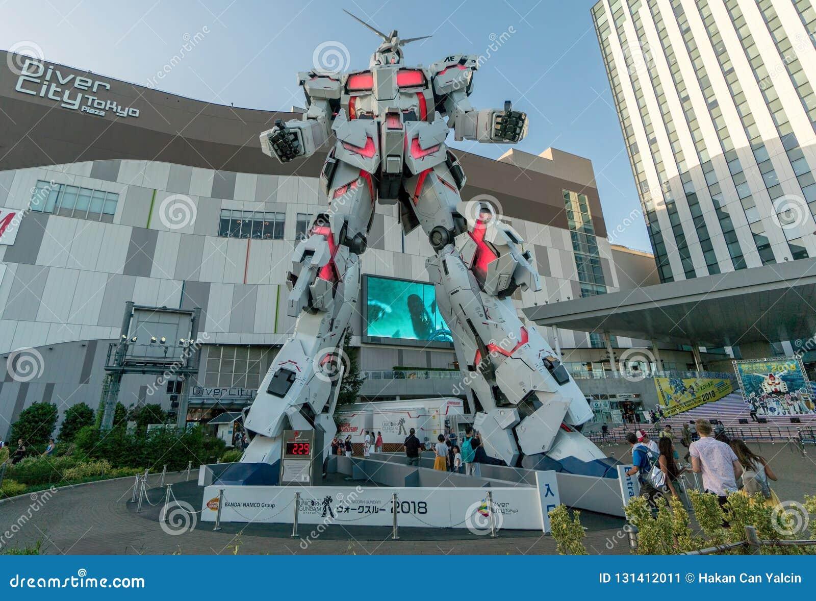 Jednorożec Gundam statuy pozycji naturalnych rozmiarów przód nurka miasta plac Tokio w Odaiba