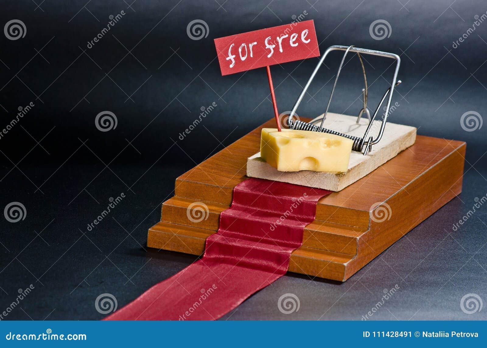 Jedyny bezpłatny ser jest w mousetrap: mousetrap z serowym entrapment pojęciem i znak na odosobnionym czarnym tle swobodnie