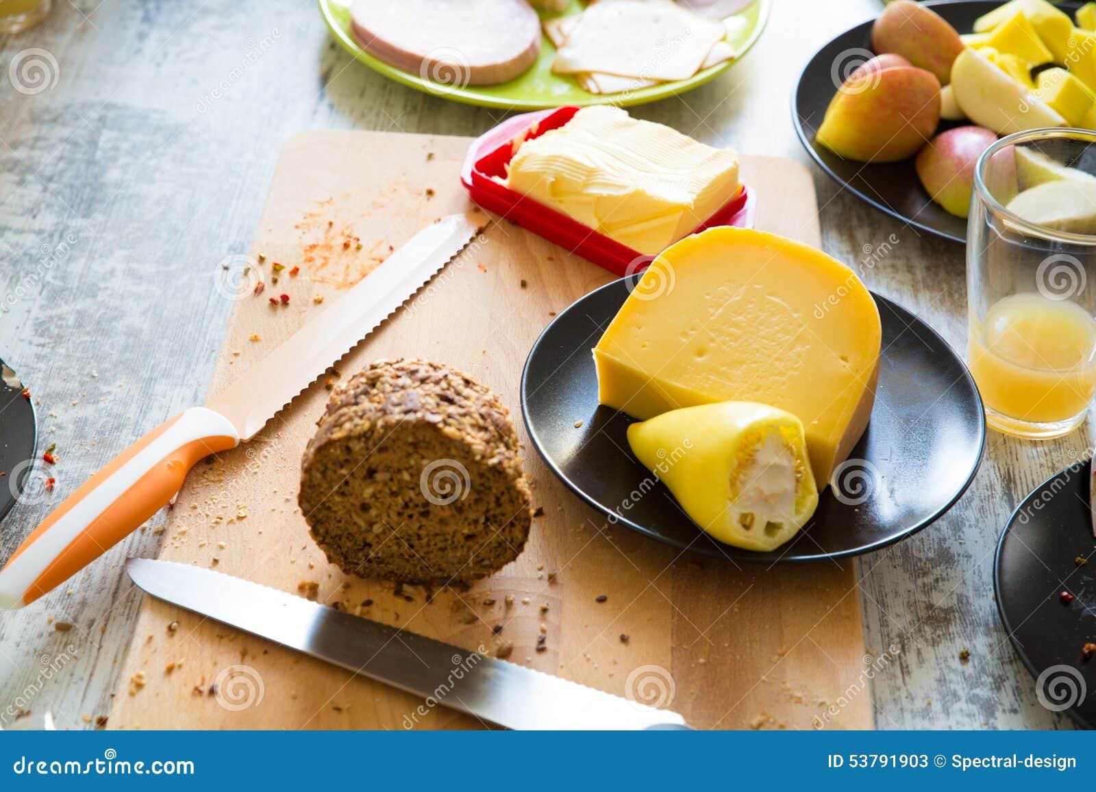 Jedzenie dla śniadania na stole